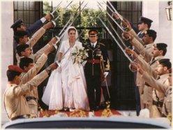 الملكة رانيا والملك عبدالله في العرس
