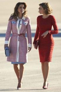 الملكة رانيا بجاكيت وردي رائع