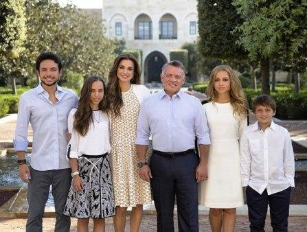 العائلة الملكية للأردن في صورة عائلية