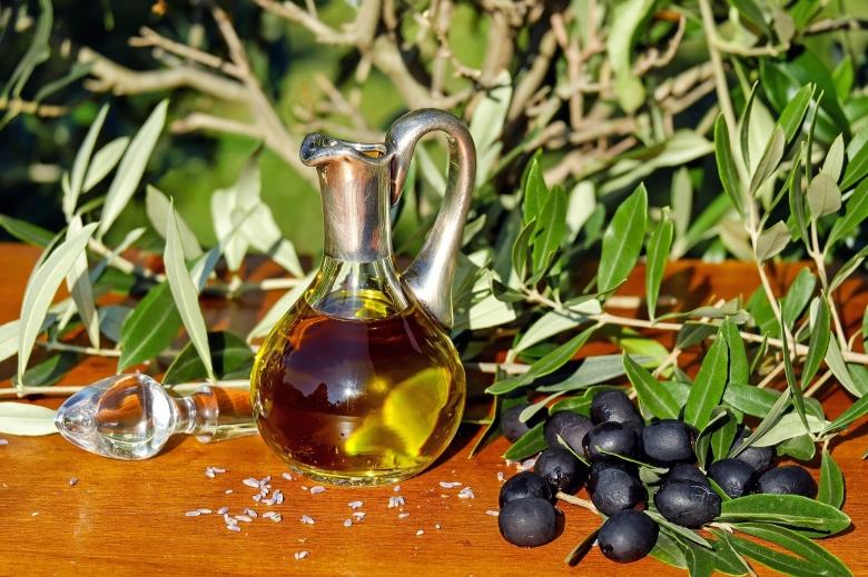 olive-oil-1596639_1920