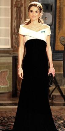 الملكة رانيا ترتدي فستان أرماني